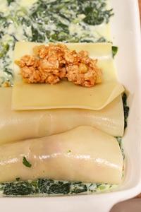 фарш заворачивается в тесто для лазаньи