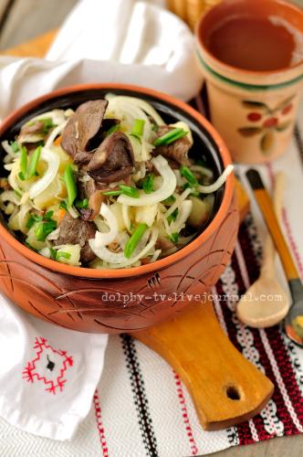 Салат из квашеной капусты с картофелем и грибами