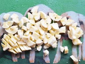 Очищенные бананы порезанные маленькими кусочками