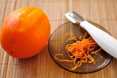 Снимается цедра с одного апельсина