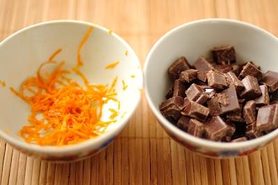 Цедра апельсина и шоколад порубленный кусочками
