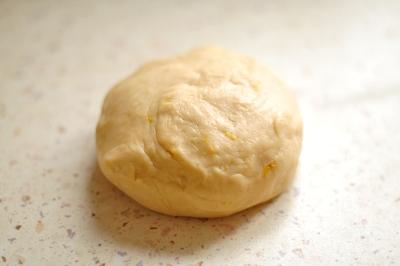 Мягкое и эластичное тесто получившееся в результате замешивания