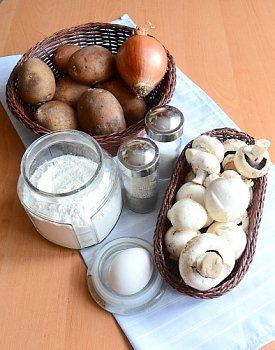 Необходимые продукты для приготовления зраз с картофелем и грибами