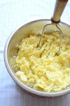 Растирание картошки без добавления масла воды или молока