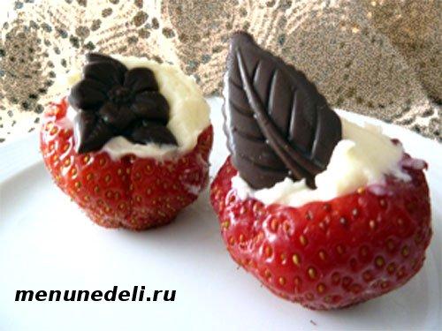 Десерт из клубники с маком и шоколадом - необычное угощение!