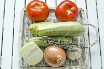 Необходимые ингредиенты помидоры кабачок лук чеснок тимьян