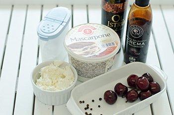 Необходимые ингредиенты при приготовления десерта с вишней и черным перцем