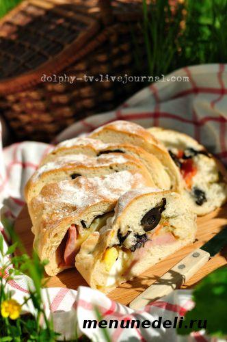 Хлеб с начинкой - идеальное блюдо в дорогу или на пикник