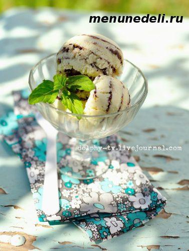 Мятное мороженое с шоколадными прожилками