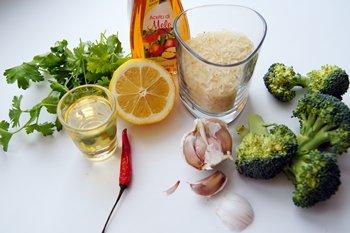 Ингредиенты для приготовления капусты брокколи с рисом