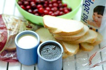 Ингредиенты для десерта из хлеба с вишней
