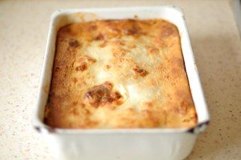 Готовый насыпной пирог с яблоками приготовленный в духовке