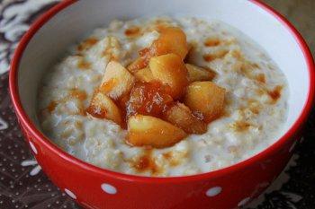 Каша на завтрак для детей и взрослых с карамельными яблоками