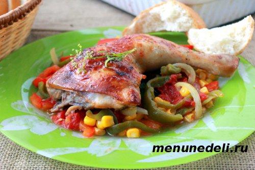 Курица по-мексикански с болгарским перцем, кукурузой и помидорами