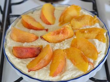 творожная запеканка с персиками.4