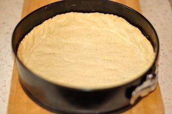 Основа для пирога после выпекания в духовке