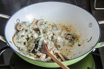 Грибной соус из шампиньонов готов