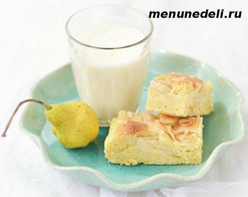 Пирог с йогуртом и грушами