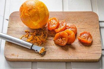 Цедра снятая с апельсина и курага для нарезания