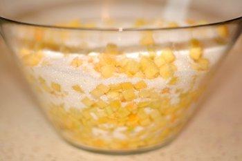 Измельченная кубиками или на терке тыква пересыпанная сахаром