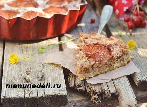 Вкусный яблочный пирог с основой из песочного теста и яблочно миндальным кремом