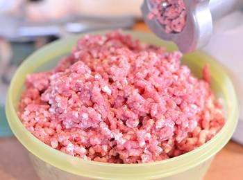Мясной фарш для мясных шариков в супе рататуй