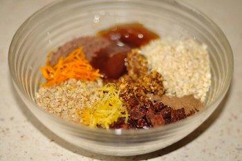 Измельченные шоколад инжир орехи изюм цедру орехи мед и специи