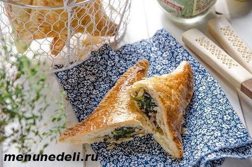 Слойки с сыром и шпинатом из готового слоеного теста
