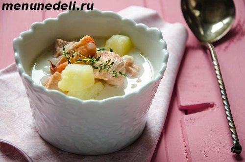 Суп с креветками и лососем