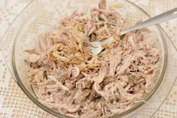 Добавляем к волокнам растопленный жир и тимьян