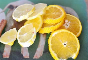 Апельсин и лимон порезанный кружками