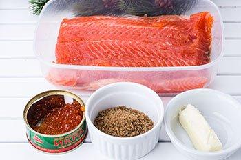 Ингредиенты для праздничной закуски из красной рыбы икры и хлебной крошки