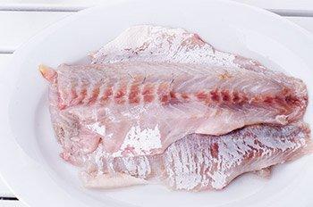 Очищенная рыба без кожи и хребта