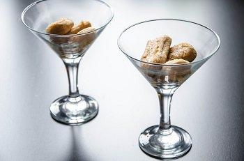 Печенье савоярди смоченные смесью ликера и кофе в форме