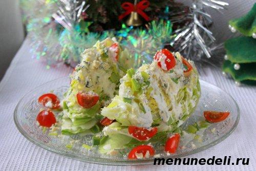Рецепт с салатом айсберг и кефирной заливкой