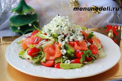Рецепт салата с красной рыбой, творогом  и овощами