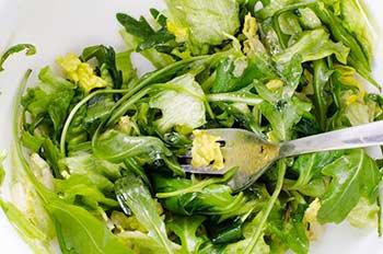 Сменные по вкусу виды зелени соль перец и уксус