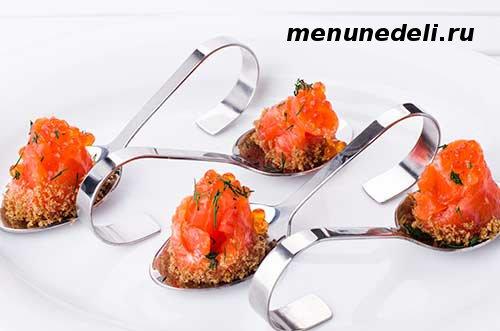 Закуска из красной рыбы с икрой