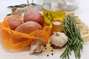 Картофель розмарин оливковое масло  соль перец