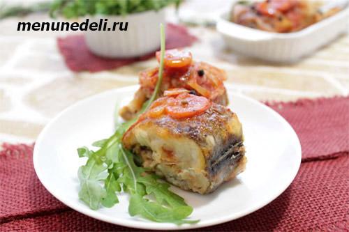 Рыба в томатном соусе с морковью и репчатым луком