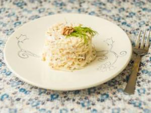 ukrasit'-salat-kunzhutom-i-zelen'ju