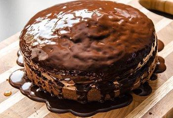 Торт прага покрытый шоколадной глазурью