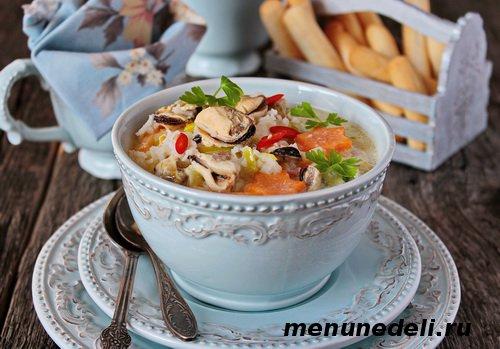 Сливочный суп с мидиями и овощами