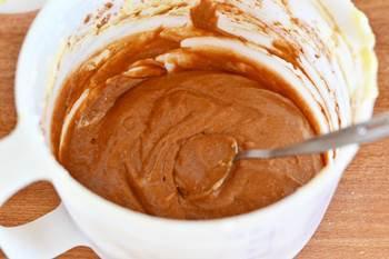 В половину теста добавляется какао порошок