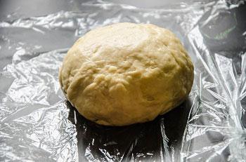 Быстро замешиваем эластичное совершенно не липкое тесто