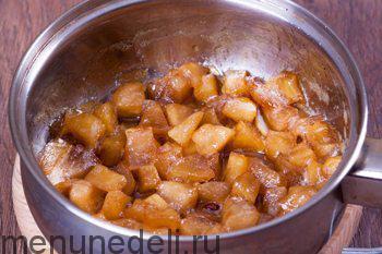 Карамелизированные в сотейнике яблоки