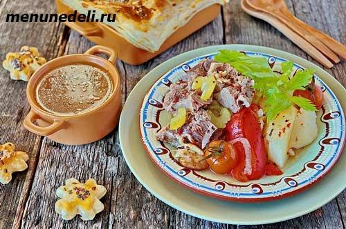 Хашлама из баранины с овощами и бульоном к обеду или ужину