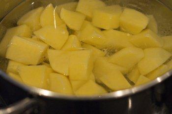 Картофель отварить до мягкости слить воду дать остыть