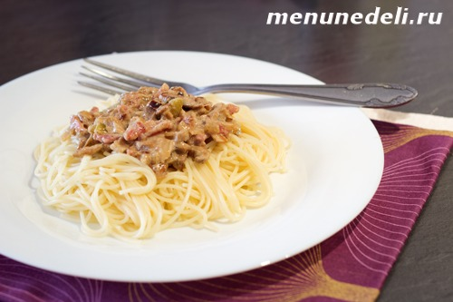 Рецепт пасты с грибами с сливочном соусе с грудинкой и добавлением лесных грибов