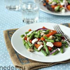 Салат с фасолью и запеченной морковью